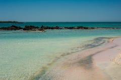 Elafonisi wyrzucać na brzeg, piękny różowy piasek i błękitne wody, Grecja, Cre Zdjęcie Royalty Free