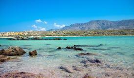 Elafonisistrand met roze zand op Kreta, Griekenland royalty-vrije stock foto's