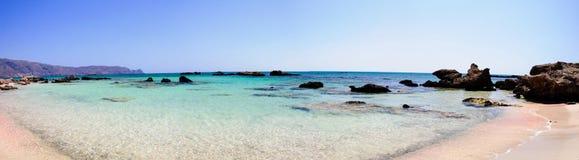 Elafonissi wyrzucać na brzeg, z różowawą białą piaska i turkusu wodą, wyspa Crete, Grecja Obrazy Royalty Free