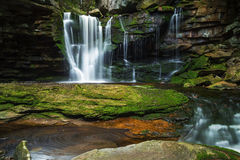 Elakala tombe au parc d'état de Blackwaterfalls en Virginie Occidentale images stock