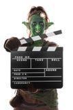 Elakt troll eller rackarunge som rymmer en clapperboard Fotografering för Bildbyråer