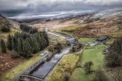 Elan Valley i Wales under snö arkivbild