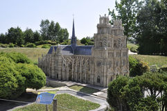 Elancourt Φ, στις 16 Ιουλίου: Καθεδρικός ναός της Notre Dame από το Παρίσι στη μικροσκοπική αναπαραγωγή του πάρκου μνημείων από τ Στοκ φωτογραφία με δικαίωμα ελεύθερης χρήσης