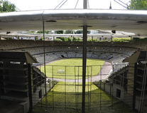 Elancourt F, 7月16日:在纪念碑的微型再生产的法兰西体育场视图从法国停放 免版税图库摄影