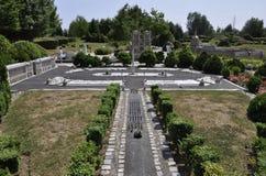 Elancourt F, 7月16日:从巴黎的协和广场纪念碑公园的微型再生产的从法国的 免版税库存图片