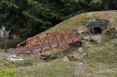 Elancourt f, 16-ое июля: Железнодорожный мост в миниатюрном воспроизводстве парка памятников от Франции Стоковое Изображение