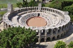 Elancourt f, 16-ое июля: ` Arles аринов d в миниатюрном воспроизводстве памятников паркует от Франции Стоковые Изображения RF