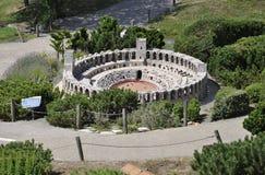 Elancourt F, el 16 de julio: Chateau de Murol en la reproducción miniatura de monumentos parquea de Francia Imagen de archivo