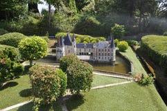 Elancourt F, el 16 de julio: El ` O del castillo francés d en la reproducción miniatura de monumentos parquea de Francia Imagenes de archivo