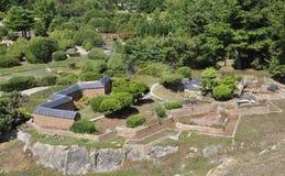 Elancourt F, el 16 de julio: Forteresse de Mont-Delfín-Guillestre en la reproducción miniatura de monumentos parquea de Francia fotografía de archivo