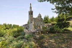 Elancourt F, il 16 luglio: Basilique Notre Dame de la Garde nella riproduzione miniatura del parco dei monumenti dalla Francia Fotografie Stock