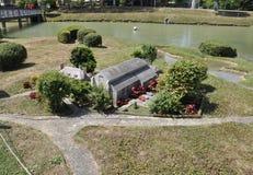 Elancourt F, il 16 luglio: Eglise Abbatialle de San-Philbert-de-Grandlie nella riproduzione miniatura dei monumenti parcheggia da Fotografie Stock