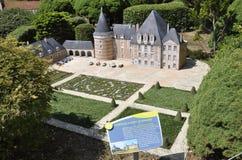 Elancourt F, il 16 luglio: Il ` Azay-le-Ferron del castello d nella riproduzione miniatura dei monumenti parcheggia dalla Francia Fotografie Stock