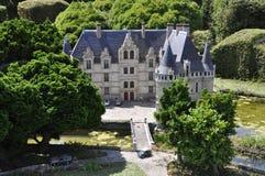 Elancourt F, il 16 luglio: Il ` Azay-le-Rideau del castello d nella riproduzione miniatura dei monumenti parcheggia dalla Francia Fotografia Stock