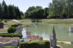 Elancourt F, il 16 luglio: Port il de La Rochelle nella riproduzione miniatura dei monumenti parcheggiano dalla Francia Fotografia Stock Libera da Diritti