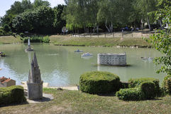 Elancourt F, il 16 luglio: Port il de La Rochelle nella riproduzione miniatura dei monumenti parcheggiano dalla Francia Fotografia Stock