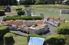 Elancourt F, il 16 luglio: Port il de La Rochelle nella riproduzione miniatura dei monumenti parcheggiano dalla Francia Fotografie Stock Libere da Diritti