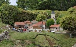 Elancourt F, il 16 luglio: Villaggio Montaigne nella riproduzione miniatura del parco dei monumenti dalla Francia Fotografie Stock