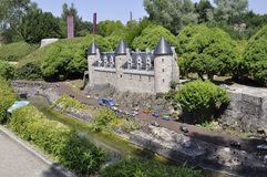 Elancourt F, am 16. Juli: Chateau de Josselin in der Miniaturwiedergabe von Monumenten parken von Frankreich Lizenzfreies Stockbild