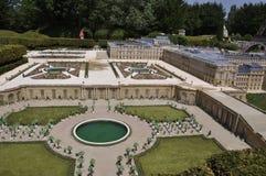 Elancourt F, am 16. Juli: Chateaude Versailles in der Miniaturwiedergabe von Monumenten parken von Frankreich Lizenzfreie Stockfotografie