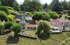 Elancourt F, am 16. Juli: Dorf in der Miniaturwiedergabe des Monument-Parks von Frankreich Stockfotografie