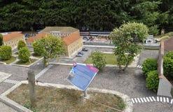Elancourt F, 16 Juli: Gare DE Pontarlier in de Miniatuurreproductie van Monumentenpark van Frankrijk Stock Afbeelding