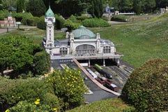 Elancourt F, am 16. Juli: Gare DES Benedictins-Limonges in der Miniaturwiedergabe von Monumenten parken von Frankreich Stockfoto