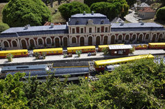 Elancourt F, 16 Juli: Gare Rodez in de Miniatuurreproductie van Monumentenpark van Frankrijk Stock Foto