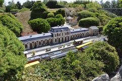 Elancourt F, 16 Juli: Gare Rodez in de Miniatuurreproductie van Monumentenpark van Frankrijk Royalty-vrije Stock Afbeeldingen