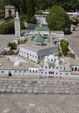 Elancourt F, am 16. Juli: Großes Mosquee De Paris in der Miniaturwiedergabe von Monumenten parken von Frankreich Lizenzfreie Stockbilder
