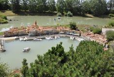 Elancourt F, 16 Juli: Haven Saint Tropez in de Miniatuurreproductie van Monumentenpark van Frankrijk Stock Afbeeldingen