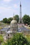 Elancourt F, 16 Juli: Koepel van Hotel des Invalides van Parijs in de Miniatuurreproductie van Monumentenpark van Frankrijk Royalty-vrije Stock Foto's