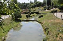 Elancourt F, 16 Juli: Landschap Lourdes in de Miniatuurreproductie van Monumentenpark van Frankrijk Royalty-vrije Stock Fotografie