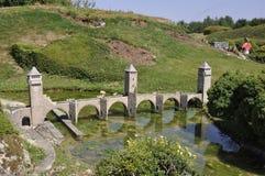 Elancourt F, 16 Juli: Pont Valentre DE Cahors in de Miniatuurreproductie van Monumentenpark van Frankrijk Royalty-vrije Stock Afbeelding