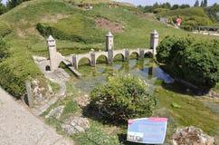 Elancourt F, am 16. Juli: Pont Valentre De Cahors in der Miniaturwiedergabe von Monumenten parken von Frankreich Lizenzfreie Stockfotos