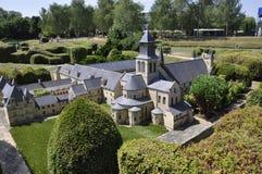 Elancourt F, Juli 16th: Abbaye de Fontevraud i miniatyrreproduktionen av monument parkerar från Frankrike Arkivbild