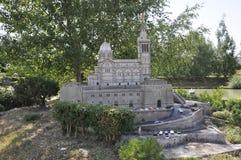 Elancourt F, Juli 16th: Abbaye de Fontevraud i miniatyrreproduktionen av monument parkerar från Frankrike Royaltyfria Foton