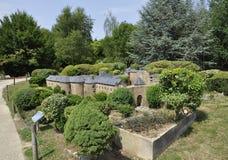 Elancourt F, Juli 16th: Chateau de Sedan i miniatyrreproduktionen av monument parkerar från Frankrike Royaltyfri Bild