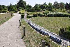 Elancourt F, am 16. Juli: Zug in der Miniaturwiedergabe des Monument-Parks von Frankreich Lizenzfreie Stockfotos