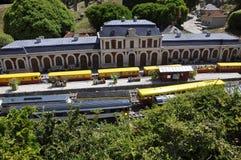 Elancourt F, le 16 juillet : Gare Rodez dans la la reproduction miniature du parc de monuments des Frances Photo stock