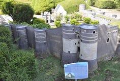 Elancourt F, le 16 juillet : Le château du Roi Rene a irrite dans la reproduction miniature du parc de monuments des Frances Photo stock