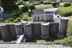 Elancourt F, le 16 juillet : Le château du Roi Rene a irrite dans la reproduction miniature du parc de monuments des Frances Images stock