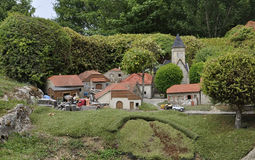 Elancourt F, le 16 juillet : Village Montaigne dans la la reproduction miniature du parc de monuments des Frances Photos stock
