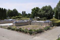 Elancourt F, Lipiec 16th: Górska chata de Versailles w Miniaturowej reprodukci zabytku park od Francja Zdjęcia Stock