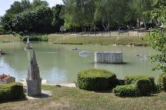 Elancourt F, Lipiec 16th: Portowy de los angeles Rochelle w Miniaturowej reprodukci zabytku park od Francja Zdjęcie Stock