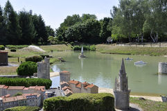 Elancourt F, Lipiec 16th: Portowy de los angeles Rochelle w Miniaturowej reprodukci zabytku park od Francja Fotografia Stock