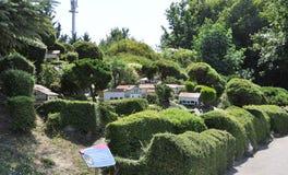 Elancourt F, Lipiec 16th: Wioska bask w Miniaturowej reprodukci zabytku park od Francja zdjęcia royalty free