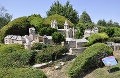 Elancourt F, o 16 de julho: Vila Conques o na reprodução diminuta do parque dos monumentos de França Imagens de Stock