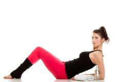 Elastyczna dziewczyna robi rozciągań pilates ćwiczeniu Zdjęcie Royalty Free