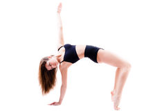 Elastyczna młoda kobieta robi sportowym, gimnastycznym ćwiczeniom odizolowywającym, na białym tle Zdjęcia Royalty Free